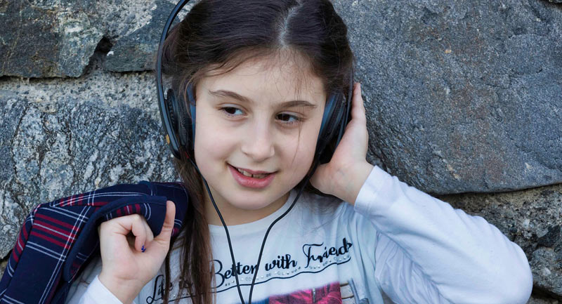 Les casques audio peuvent créer des troubles auditifs irréversibles chez els enfants.